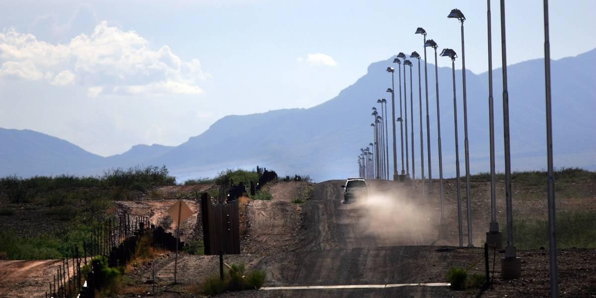 Ocho migrantes mueren ocultos en camión en frontera EEUU-México