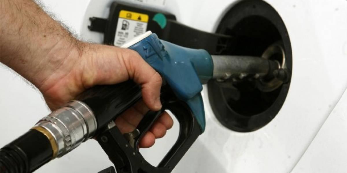 Alta demanda de petróleo en verano eleva precios de gasolina