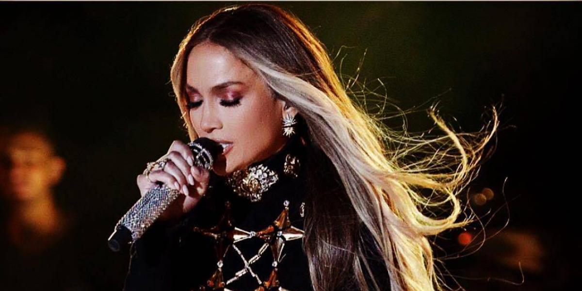 Jennifer Lopez celebró su cumpleaños en mini vestido y sin ropa interior