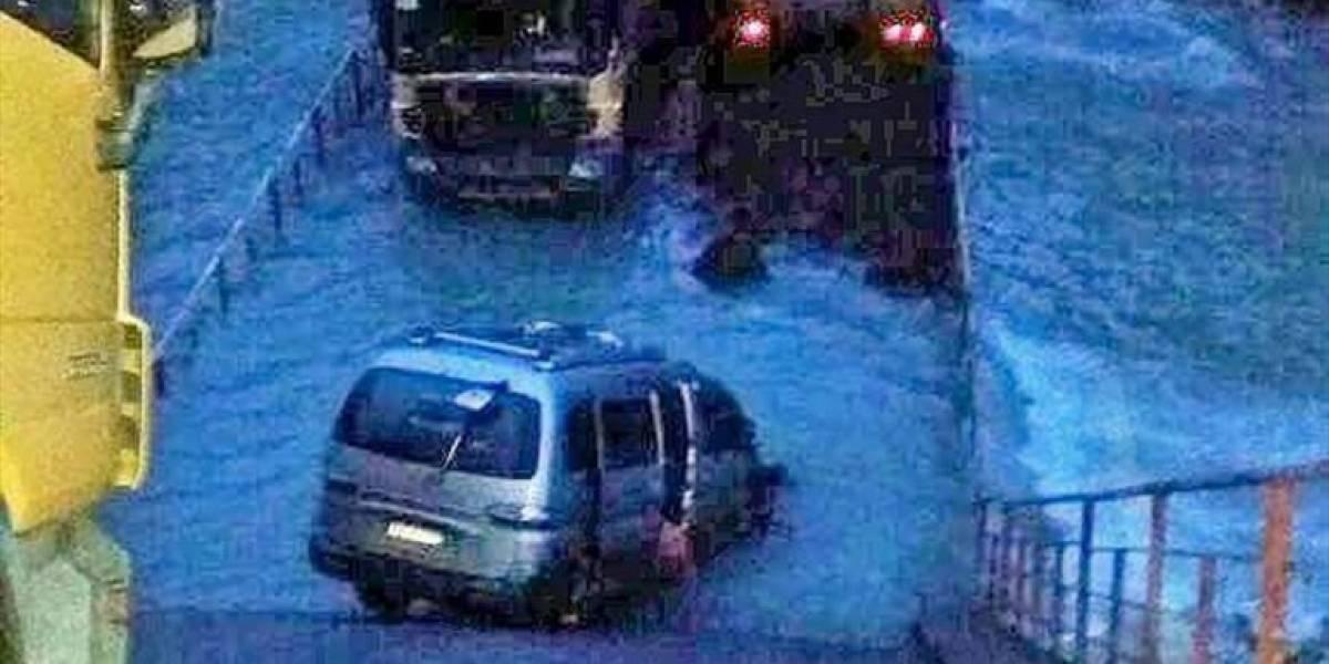 Colapso de puente deja 4 vehículos atrapados en la Región de Aysén