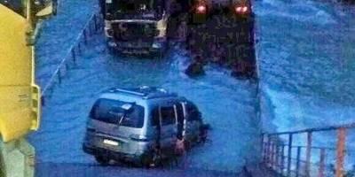 Colapsa puente con cuatro vehículos en comuna de Cisnes