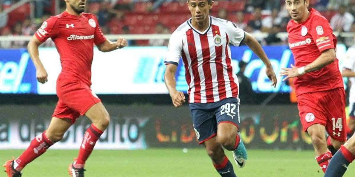 Osvaldo González fue expulsado en el debut de Toluca en el fútbol mexicano
