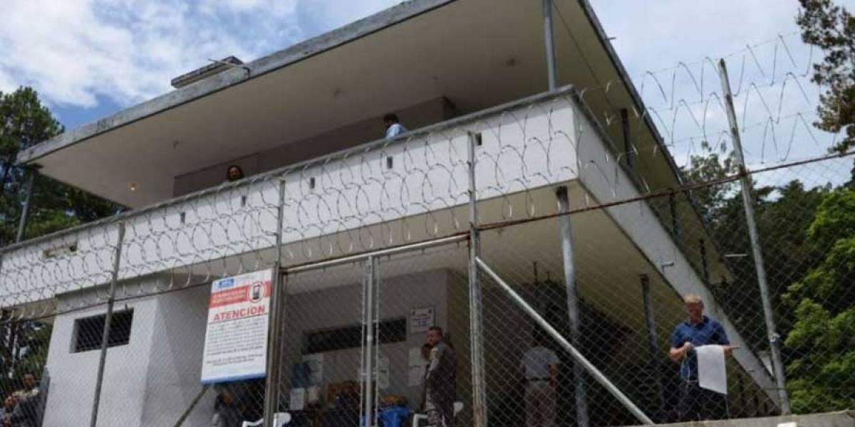 Revisión dominical en el área de mujeres de la cárcel Mariscal Zavala