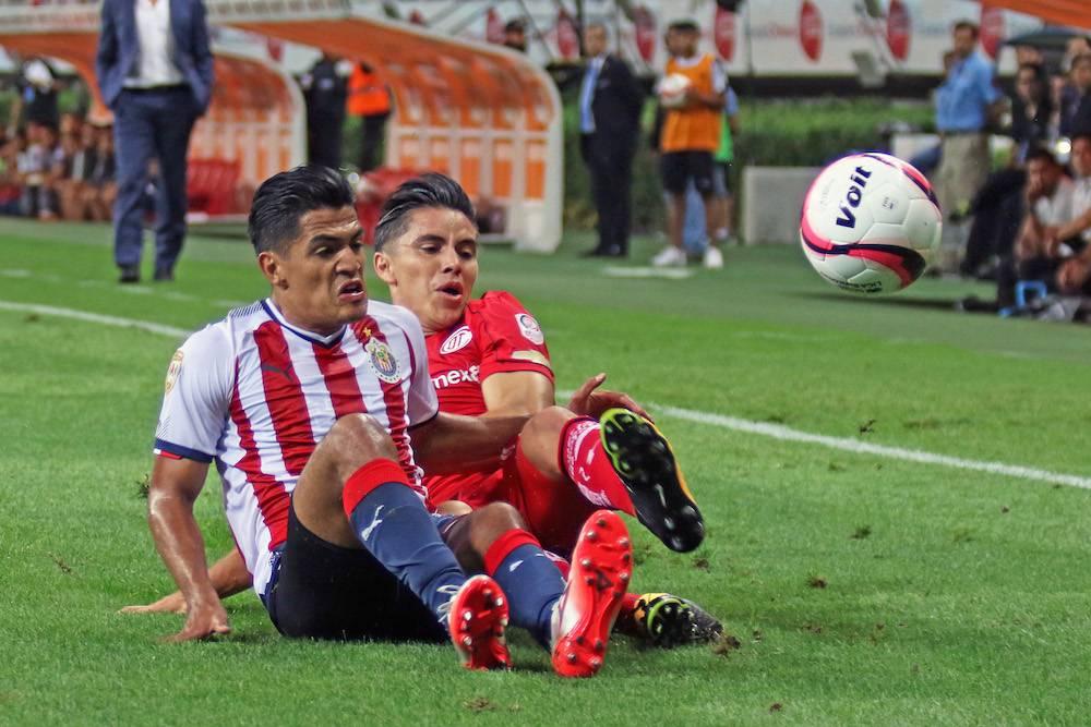 El partido se tornó ríspido por momentos. / Mexsport