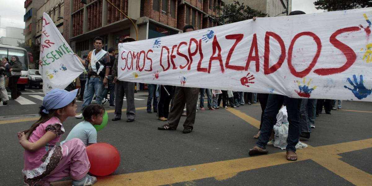 ¡Qué dolor! Varios compatriotas cruzaron a Ecuador por violencia en Nariño