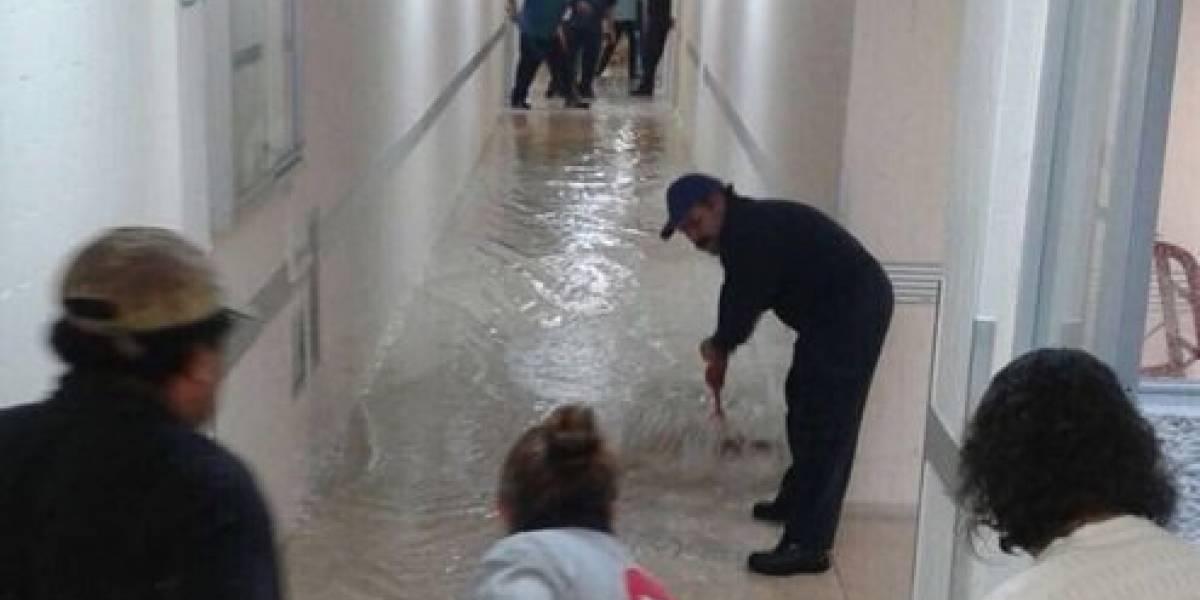 Se inunda hospital de Xoco tras fuertes lluvias