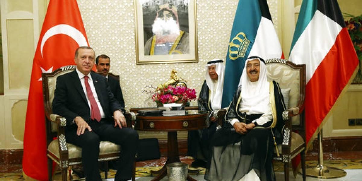 Erdogan visita Arabia Saudita para tratar de mediar la crisis con Catar