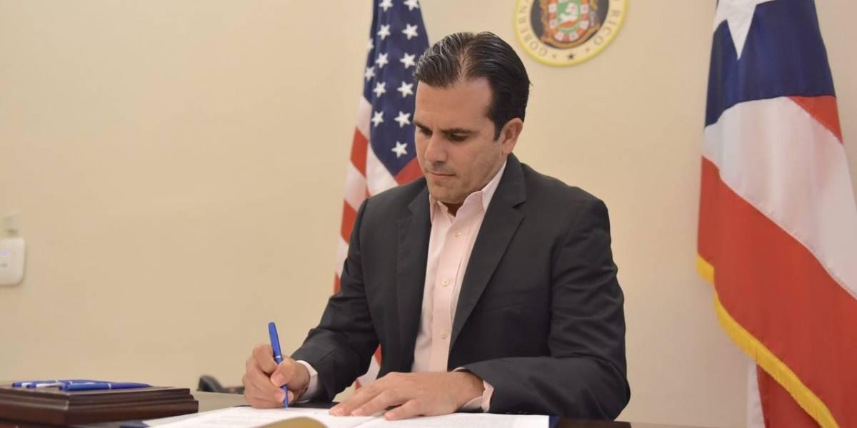 Rosselló firma ley que otorga más derechos a los pacientes