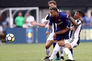 Neymar evado a dos jugadores de la Juventus