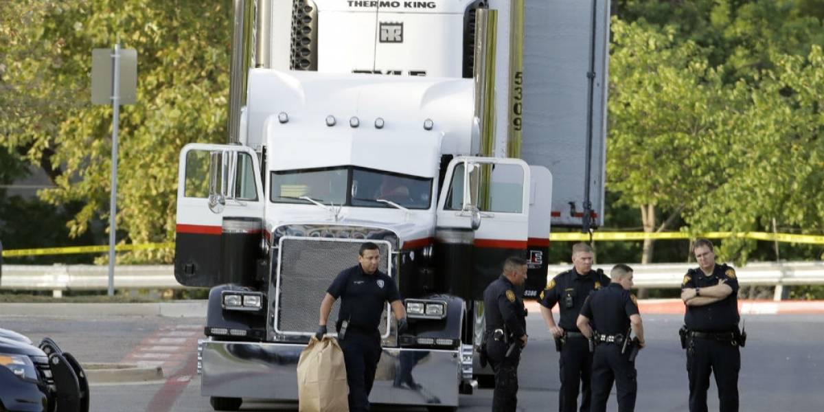Habría mexicanos entre migrantes en camión en Texas; ya suman 10 muertos