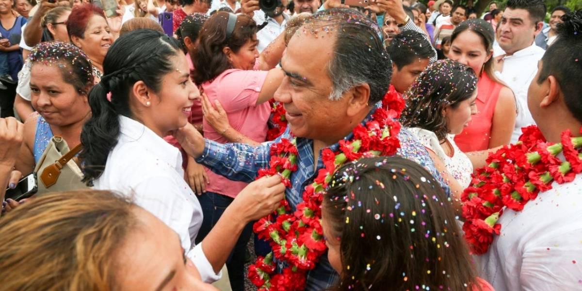 Héctor Astudillo entrega obras carreteras y apoyos a pobladores de Cocula, Guerrero