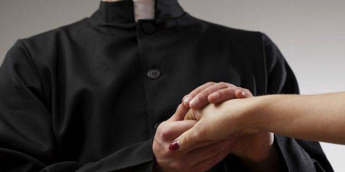 Acusan niña de 16 años de matar un sacerdote