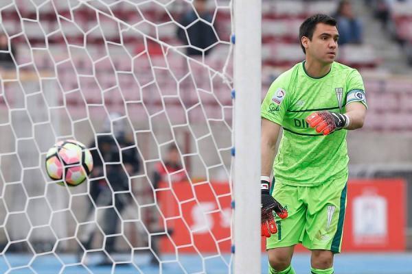 Cristopher Toselli fue el capitán de Universidad Católica en la Supercopa ante Colo Colo / Agencia UNO