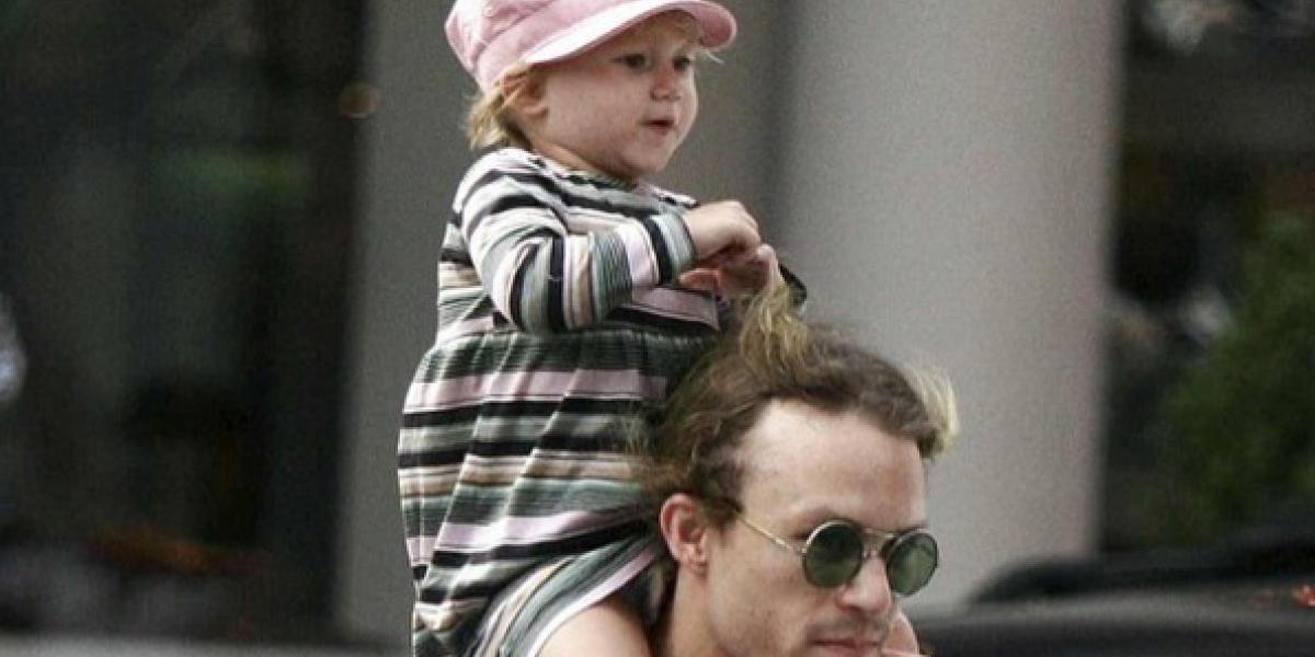 La hija de Heath Ledger ya es toda una pre-adolescente y es igual a él
