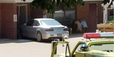 Dakota: Auto se estrella contra grupo de personas; mueren dos