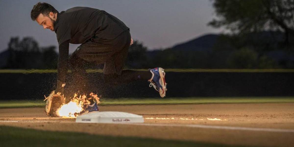 VIDEO: Kris Bryant, MVP de los Cubs, atrapa pelotas en llamas