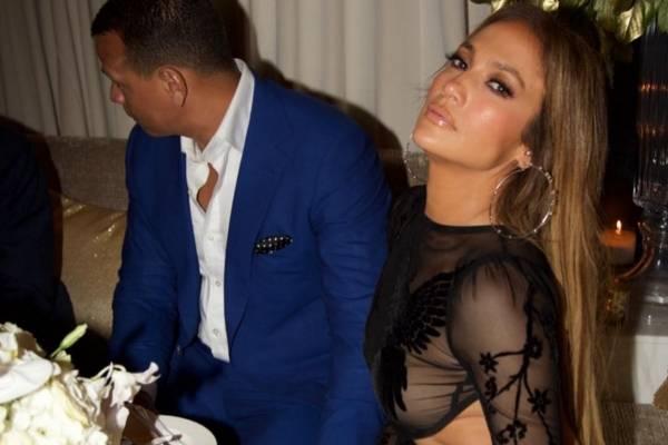 ¡Sexy! Jennifer López asiste a su fiesta de cumpleaños semidesnuda
