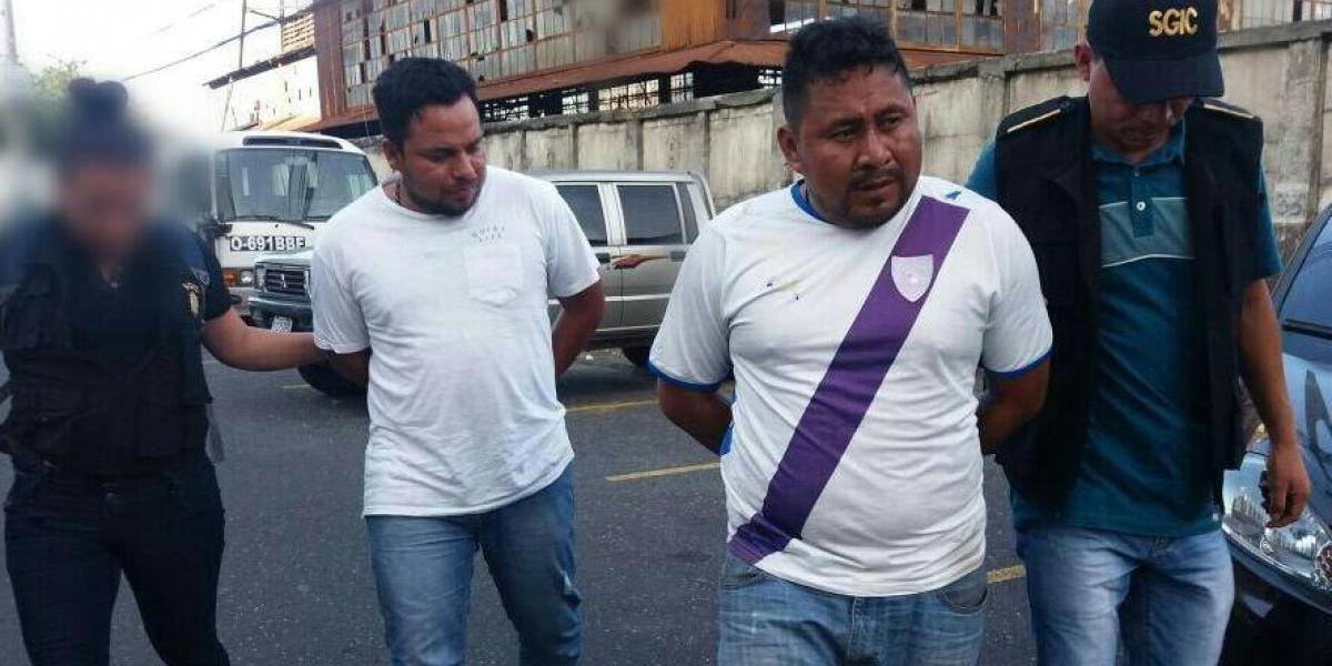¡Extorsionaban a sus compañeros! Taxistas son capturados en zona 18