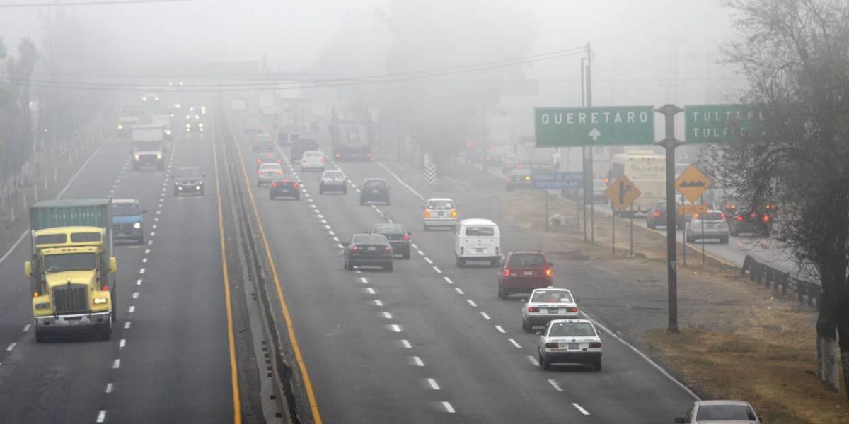 Reportan poca visibilidad en la carretera y autopista México-Toluca por banco de niebla