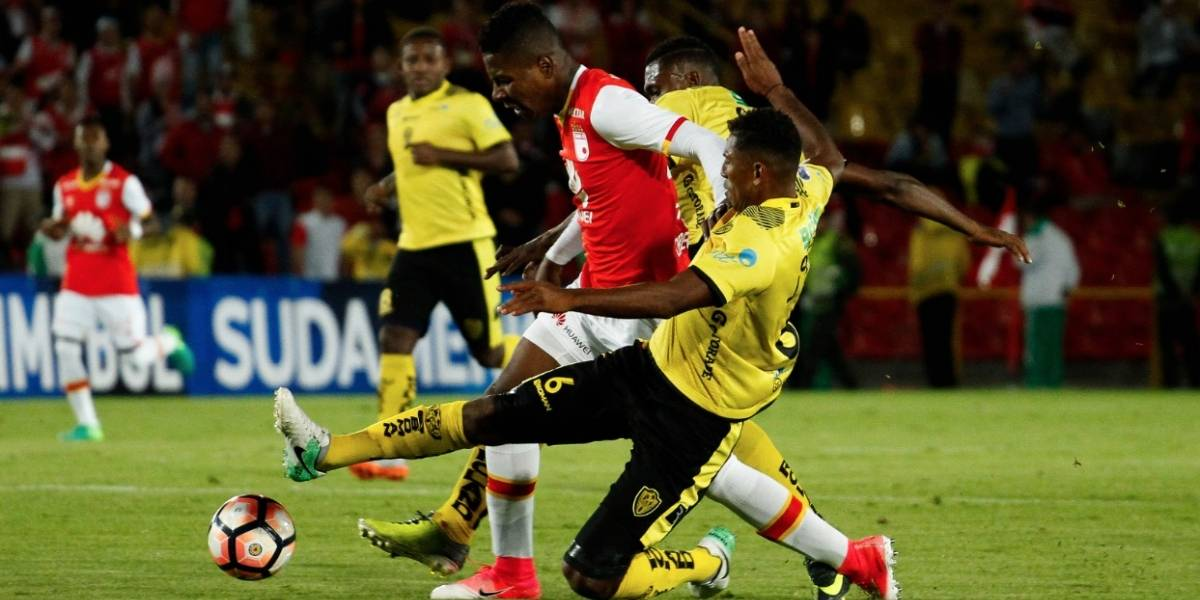 Santa Fe superó la falta de delanteros y pasó a octavos de la Sudamericana