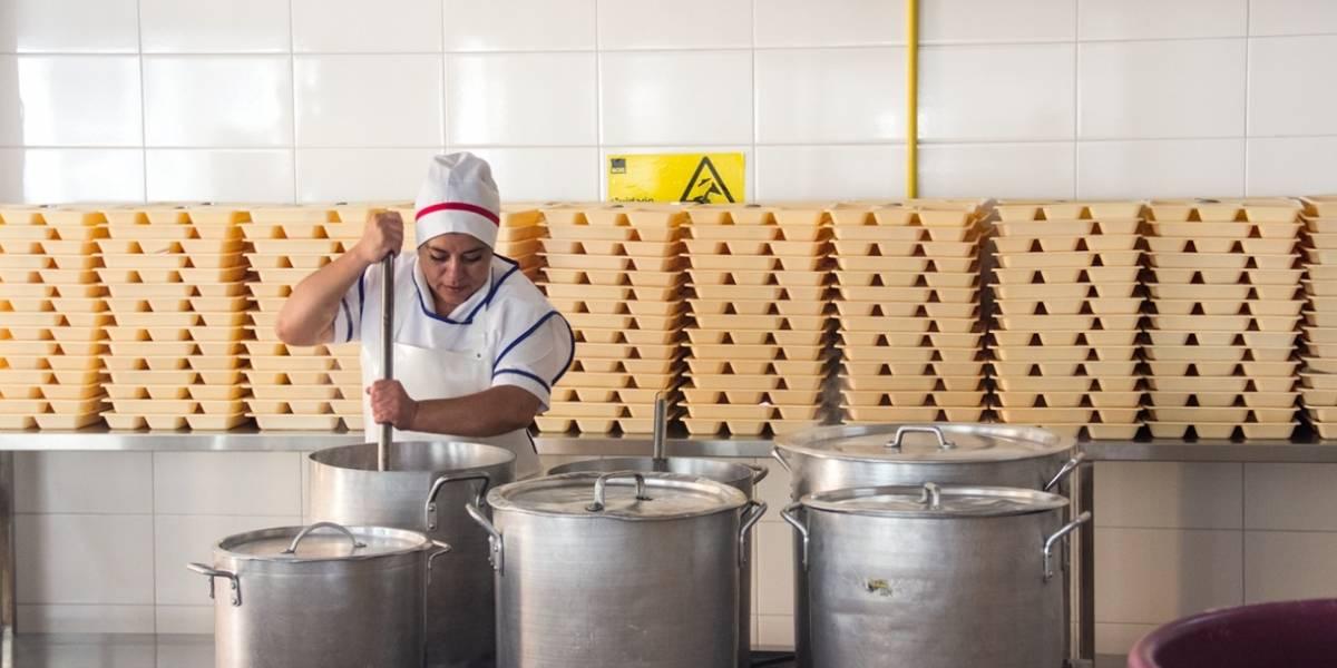 Cocinas de colegios en la mira: Junaeb fiscalizará por primera vez a nivel nacional