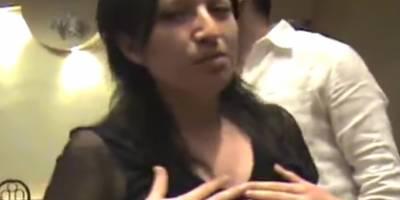 Pastor reza para que le crezca el seno izquierdo a una mujer