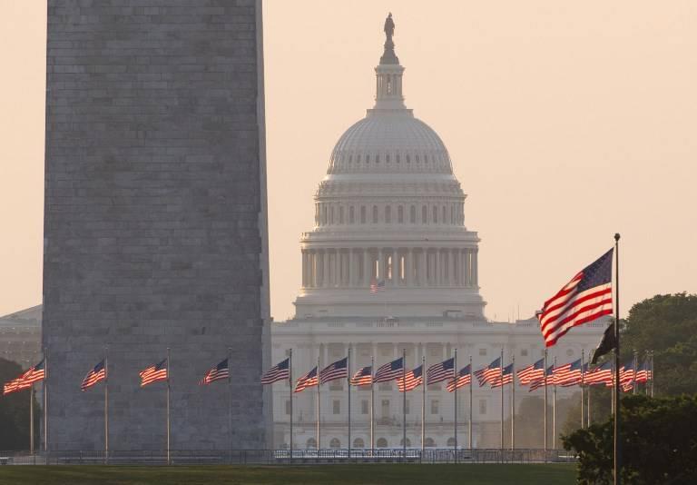 UE podría limitar acceso de EE.UU. a préstamos de bancos europeos