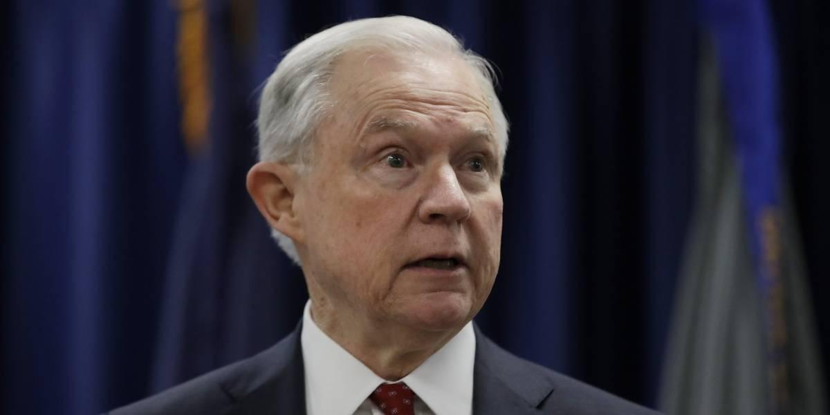Trump sigue su 'ataque' en Twitter contra su secretario de Justicia, Jeff Sessions