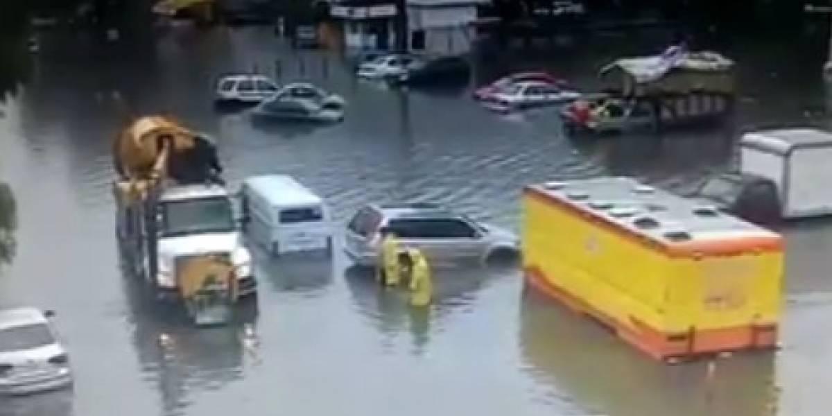 Se registran severas inundaciones en la GAM y calles del Edomex