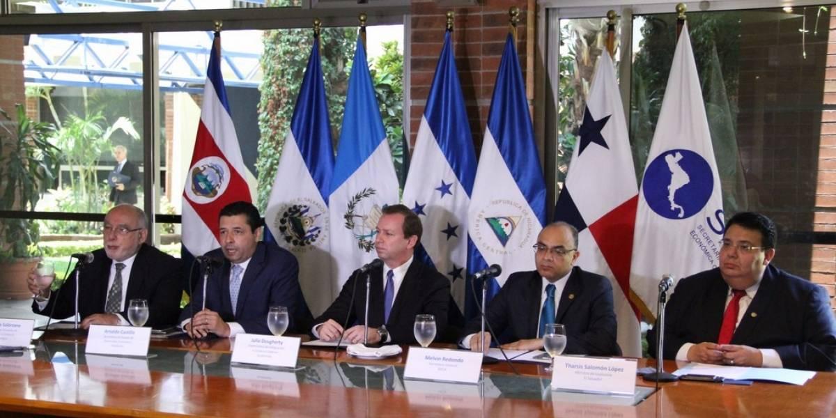 El Salvador inicia proceso para sumarse a la unión aduanera