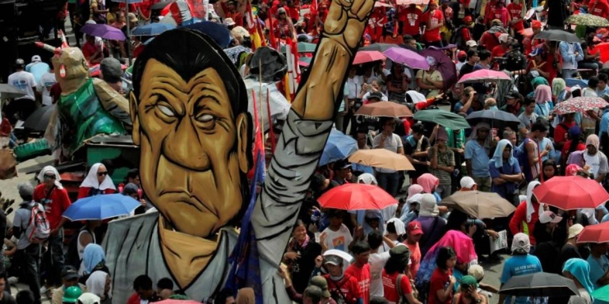 Duterte amenaza con bombardear escuelas