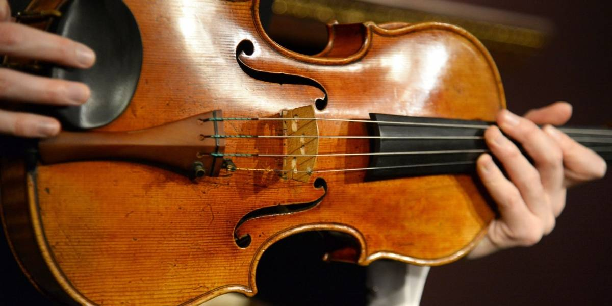 Venganza musical: mujer ingresa a casa de su ex esposo y le destruye su colección de violines