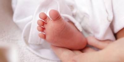 Abandonan a una bebé en un hotel de la Avenida Elena