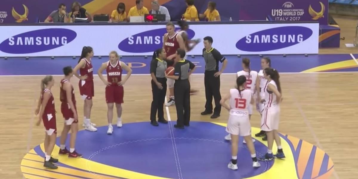 VIDEO: Equipo de basquetbol anota en su propia canasta ¡Oso!