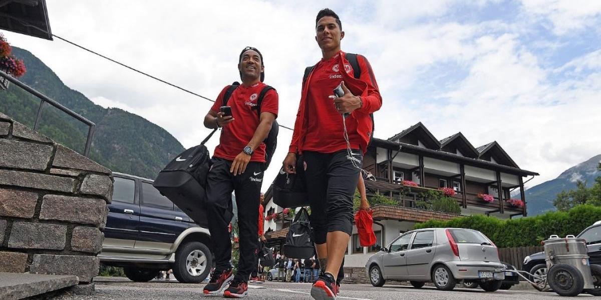 VIDEO: Marco Fabian 'sufre' con el Eintracht en la pretemporada