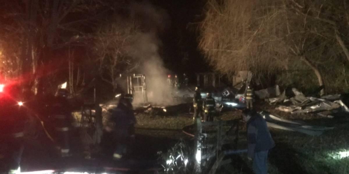 Ataque incendiario arrasa iglesia evangélica en Vilcún: dejan lienzo mapuche