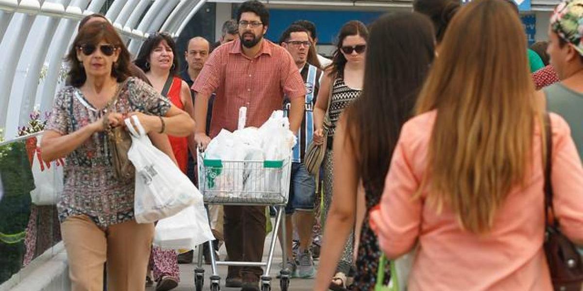 Confianza de los consumidores sube 8 puntos ante expectativa de cambio político