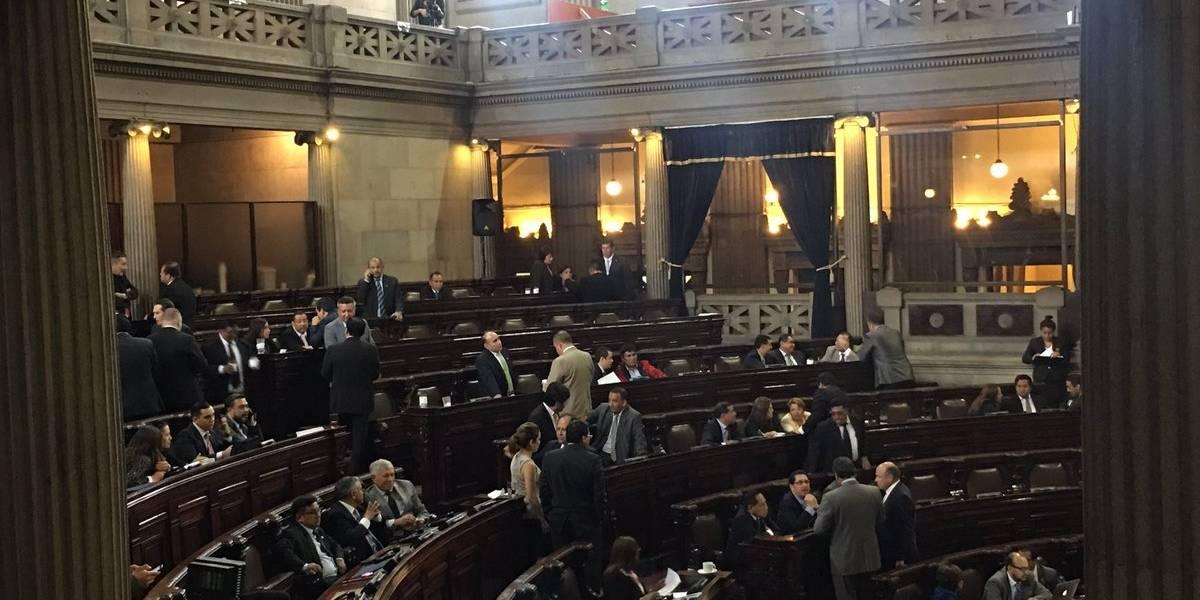 Congreso suspende servicios de telefonía móvil a los diputados