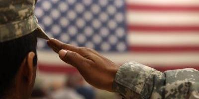 Trump prohíbe servicio en las fuerzas armadas a personas trangénero