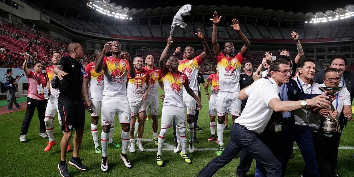Mujer denuncia a seis futbolistas por no pagar sexoservicio