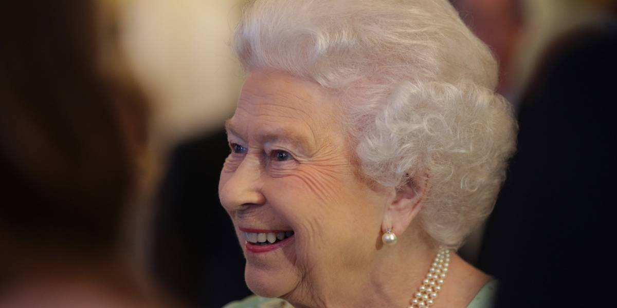 William e Kate adiam visita à Rainha Elizabeth e ela vai de helicóptero conhecer Louis