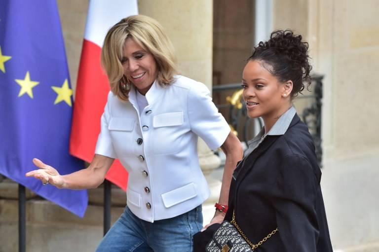 Primera dama de Francia recibe a Rihanna en el Palacio del Elíseo