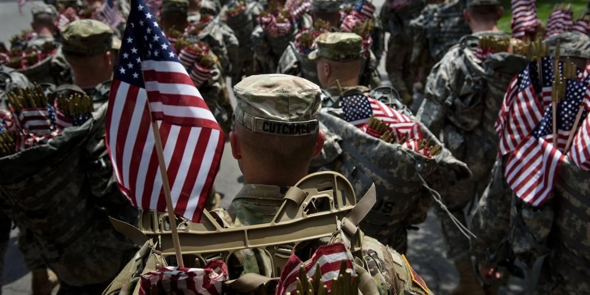 """Trump prohíbe a personas transgénero en el Ejército por los """"trastornos que representarían"""""""