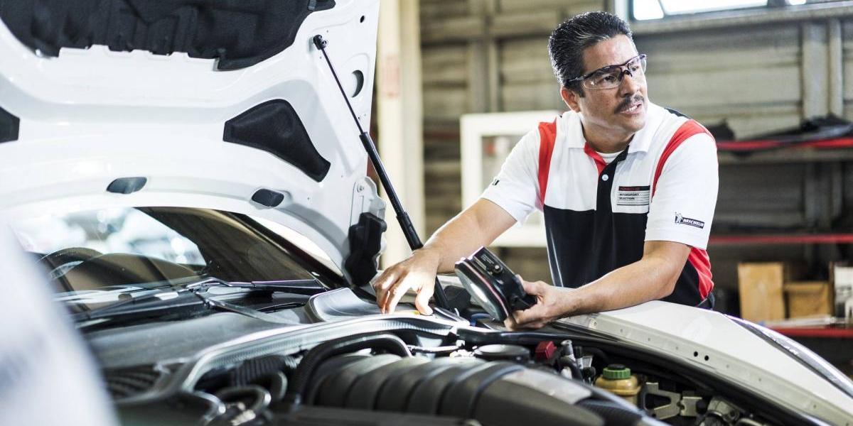 Técnicos de Porsche Puerto Rico reciben certificación en Alemania