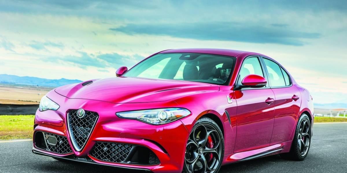 Alfa Romeo presume sus autos en pista