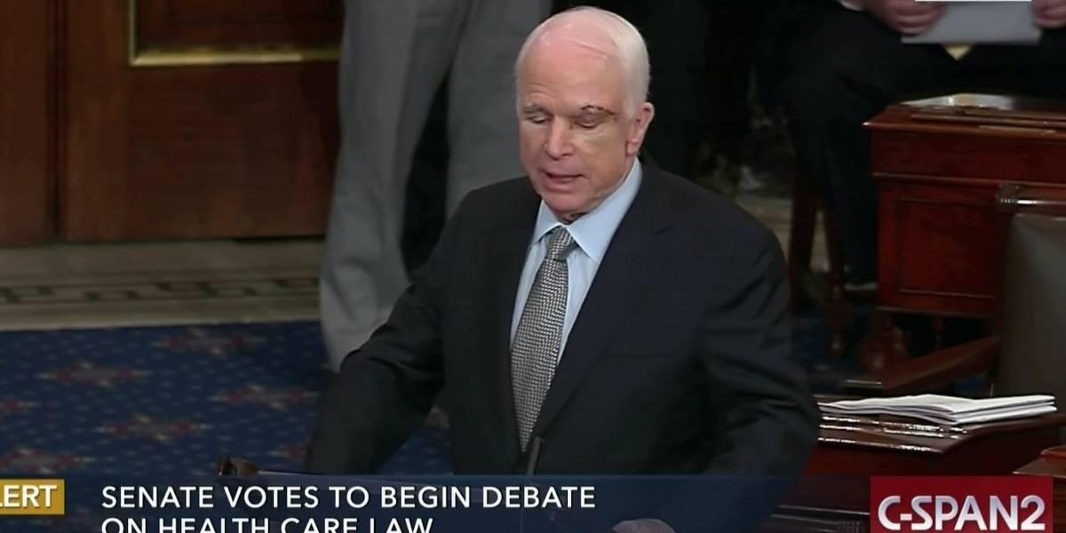 John McCain es ovacionado en su retorno al Congreso