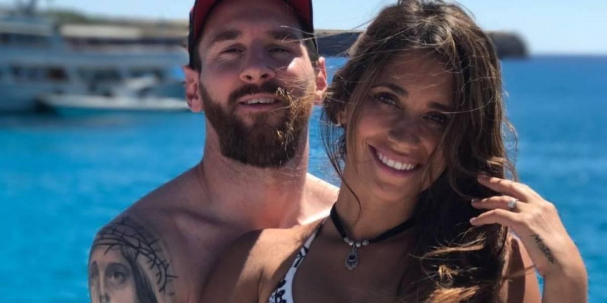 Una 'selfie' de Messi y Antonella se hace viral por una divertida razón