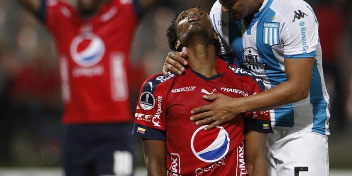 """Medellín """"mató el tigre y se asustó con el cuero"""" ante Racing"""