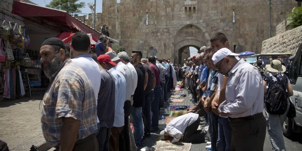 Musulmanes volverán a rezar en disputado lugar de Jerusalén