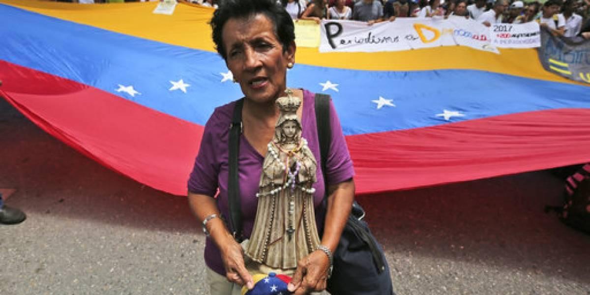 Llega a 100 cifra de muertos por protestas en Venezuela
